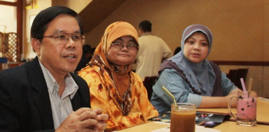 Professor Boonrucksar Soonthornthum (IAU) with members of the Astronomical Society of Brunei Darussalam